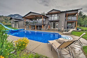South Thompson Waterfront - Keystone Award Winner 5BR 5Bath