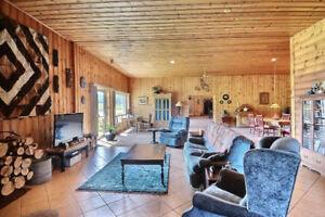 Vaste résidence de 6 000 pc sur 3 acres avec vue panoramique !