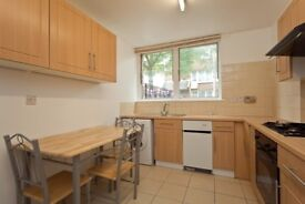 3 STOREY HOUSE-MOMENTS FROM KINGSCROSS! PRIVATE GARDEN AND 3 DOUBLE BEDROOMS & EATIN KITCHEN £500!
