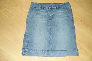 Two Dress Capris and One Jean Skirt Women's Size 7/8 London Ontario image 3