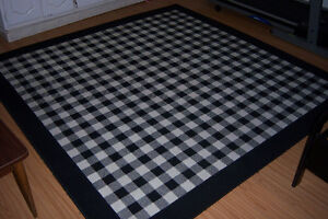 Modern Black&white  patterned rug / 79' x 79' inches