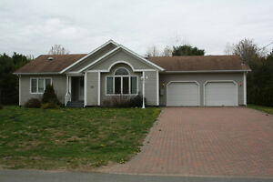 3 BED/2 BATH BUNGALOW WITH DOUBLE GARAGE IN BERWICK