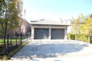 Eighth Line/Dundas Detached 4bdrm Whole house for Rent
