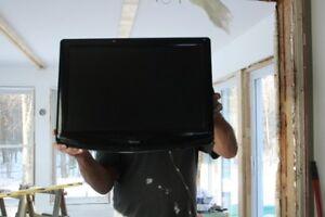 belle petite télévision avec dvd inclus à l'intérieur