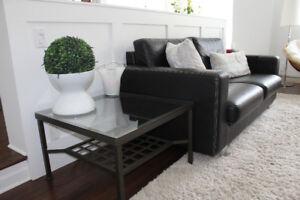 Superbe divan confortable......noir surpiqué blanc