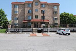 Cozy 2 bedroom, 2 bathroom condo located in Burlington