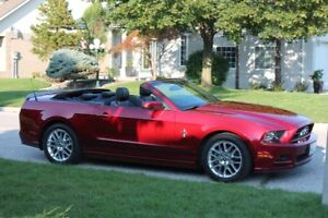 2014 Ford Mustang V6 Premium Convertible with NAV.& LEATHER