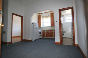 ONE BEDROOM - GREAT DOWNTOWN LOCATION