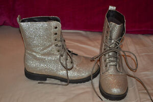 Gold Glitter Combat Boots Sz 38 (i think 7/8) Kitchener / Waterloo Kitchener Area image 1