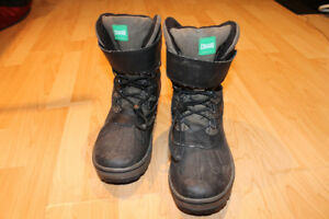 Kids size 8M Cougar Winter Boots