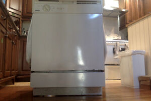 Kenmore built in Dishwasher -white