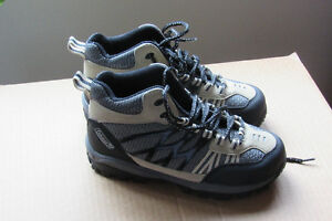 WOMANS COLEMAN HIKING BOOTS Sz 6 Wide