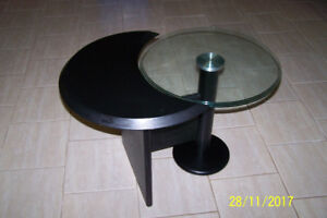 table d'appoint moderne .