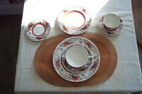 Vintage Set for 6 of English Dinnerware/ Vaisselles antiques