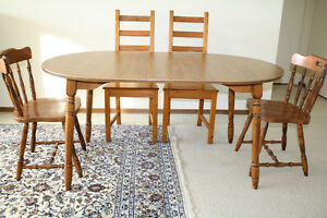 8-Piece expandable Dining Set / Breakfast Table