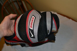 Nike Bauer Supreme 70 Shoulder Pads - junior London Ontario image 3