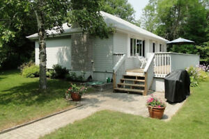 Lake Simcoe Cottage only 1 hour drive from Toronto available!