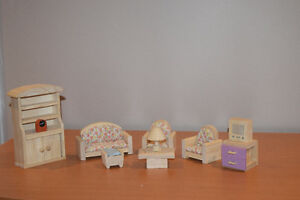 Wooden Doll house set - all inclusive West Island Greater Montréal image 9