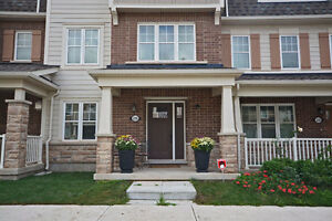 LIKE NEW 4 BDR/3.5 BR Townhome Oakville -UTILITIES INCL- March 1