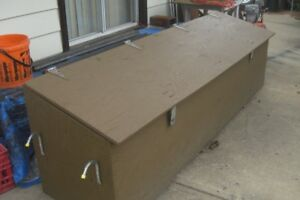 8 FT X 2 FT X 2 FT LOCKING STORAGE BOX