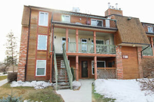 Beautiful remodelled Henderson THREE bedroom condo for you!