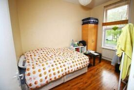 Large Double room next too Mile end Park
