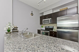 One Bed + Den Condo For Sale In Mississauga! Under 400k!!