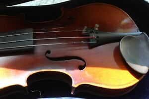 1920's-30's VIOLIN 1/2 Size, CASE, BOW (VIEW OTHER ADS) Kitchener / Waterloo Kitchener Area image 3