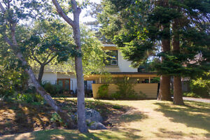 SOLD! Gorgeous, Updated & Bright Oak Bay Home
