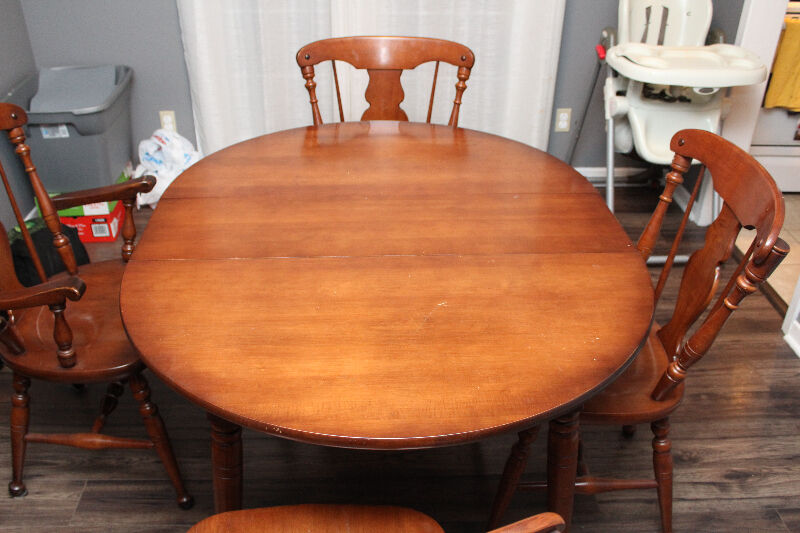 Vilas kitchen table w leaf and four chairs 175 obo for W kitchen table taipei