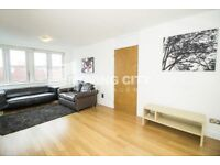 2 bedroom flat in Skyline Plaza Building, Aldgate, E1