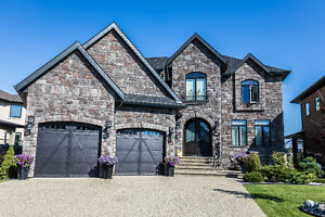 Luxurious 2 storey with walkout basement in Castle Brook !