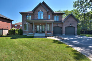 Stunning Finished Home Beaconsfield| Haute Gamme Maison à Vendre