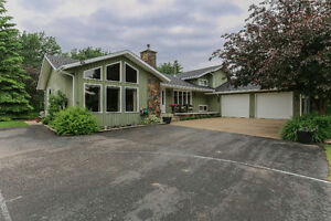 Acreage minutes from RED DEER! 3700 sq.ft. 4 BEDS & 3 BATHS
