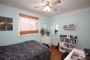 Bright 3 Bdrm Upper Apt  [Students only Please]-$495/rm
