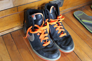 Like New Nike 10.5 Mens