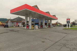 Convenience store with gas station beside St Sauveur for SALE!