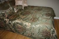 Bedspread, Bedskirt, 2 Shams, 2 Decorative Pillows