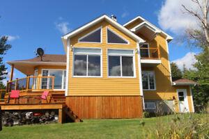 Magnifique maison sur le bord du Lac-St-Jean!