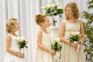 Gorgeous white Flower girl dress / Communion dress with crystals London Ontario image 3