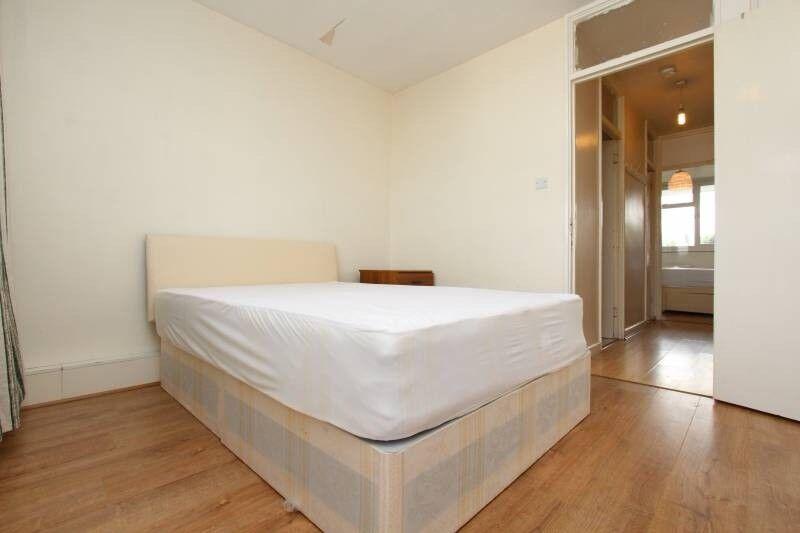 Attractive room available near Canary Wharf.