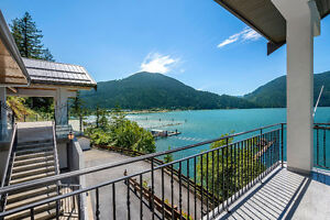 Luxury Home and Guest House on Harrison Lake!