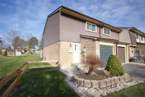 End Unit 3 Bed Condo Townhouse in Whitby Under $400k