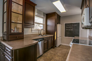 NEWLY RENOVATED, MODERN 3 Bedroom unit W/ POOL& Deck