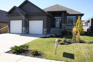 ***1348sqf bungalow located in lloydminster ab/lakeside***