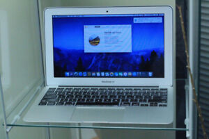 """MID 2011 Macbook Air 11"""" / Core i7/ 256 GB SSD / New battery"""