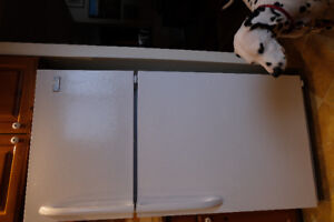 """28"""" FRIGIDAIRE refrigerator.... I bought the wrong size!"""