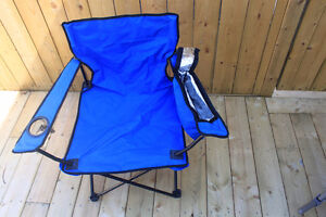 NEW - FOLDING  CAMP  CHAIR  WITH  CUP  HOLDER & INSULATED  BAG