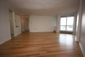 Beautiful, Large & Bright 2 Bedroom for Rent - Mins to downtown