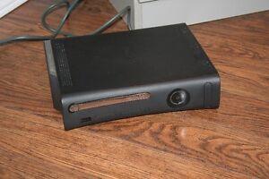 XBOX 360 ELITE 120GB et 15 jeux